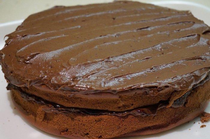 Obrázek lekce Pečení, krájení, plnění a potahování dortového korpusu