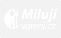 Papriková terina se zálivkou z bazalky a jarních cibulek