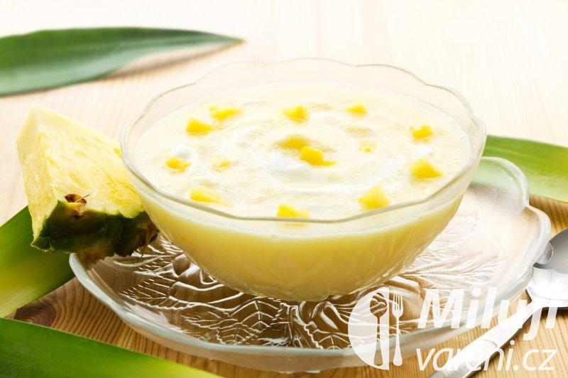 Ananasový salát s jogurtem