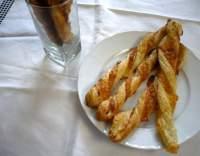 Sýrové tyčinky z lístkového těsta