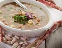 Fazolová polévka s těstovinami
