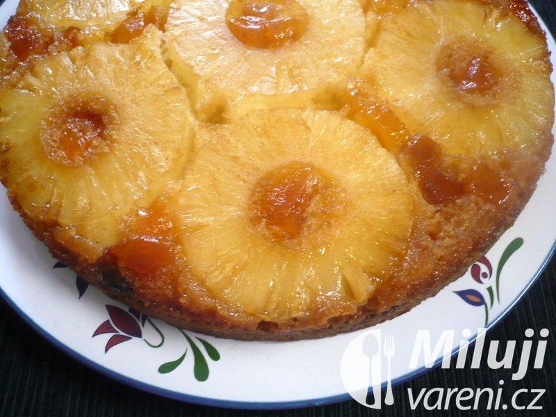 Ananasový koláč ze šlehaného těsta