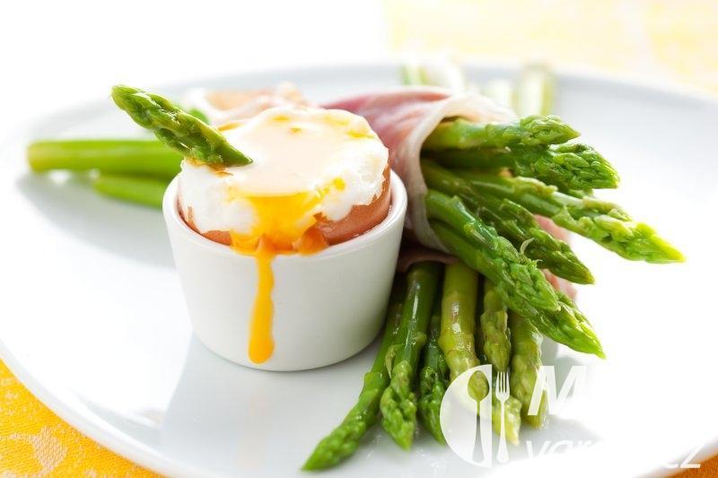 Karlovarská vejce v kelímku
