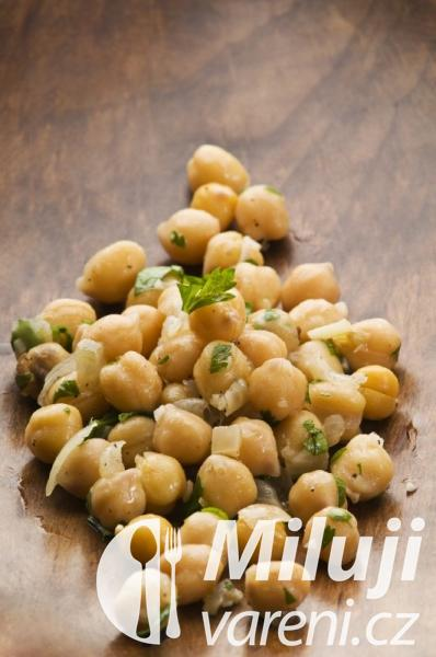 Salát z cizrny
