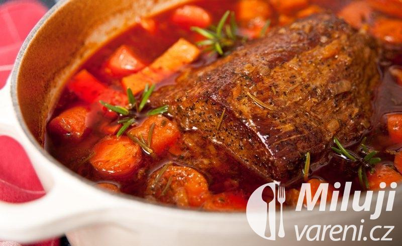 Pečené telecí maso s olivami
