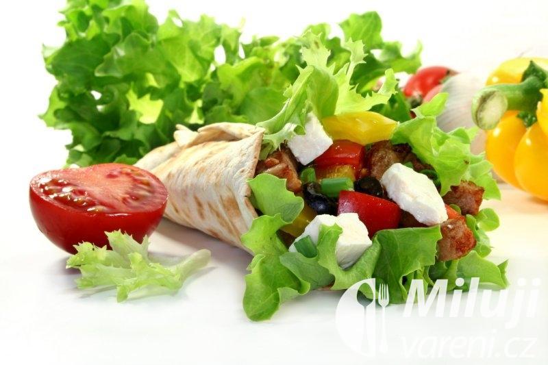 Palačinky se zeleninovým salátem