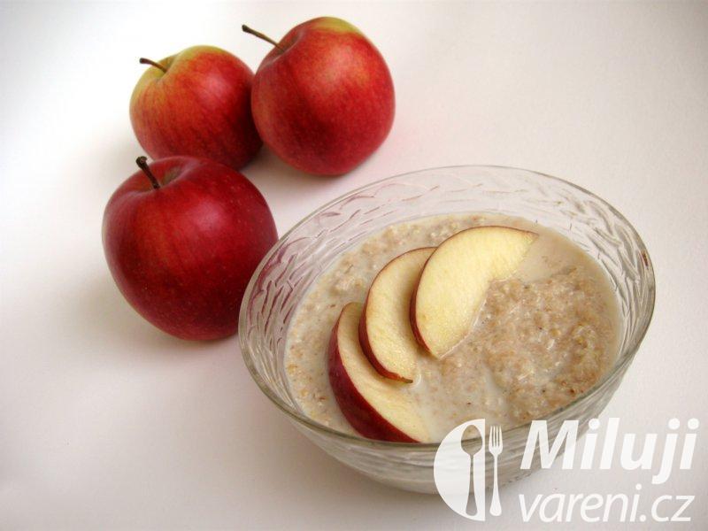 Ovesná kaše s jablkem