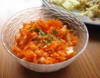 Mrkvový salát s cibulí