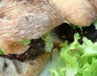 Hovězí hamburgery s nivou