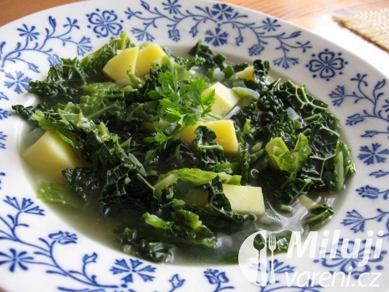 Kapustová polévka s bramborami