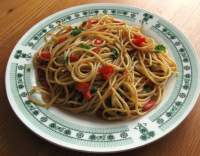 Špagety s česnekem a paprikou
