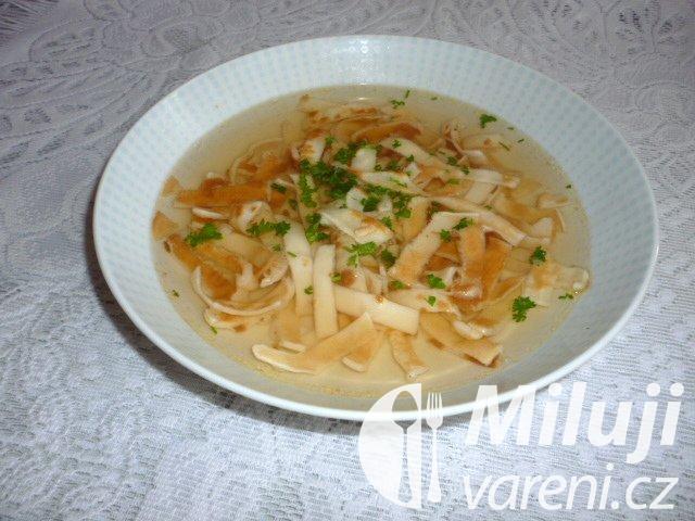 Hovězí polévka s celestýnskými nudlemi