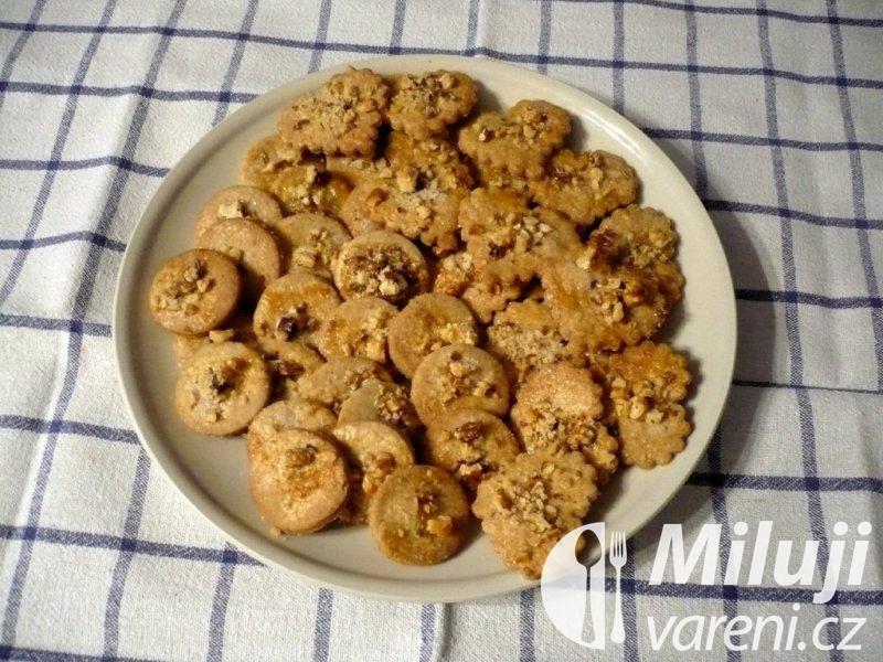 Skořicové cukroví s ořechy