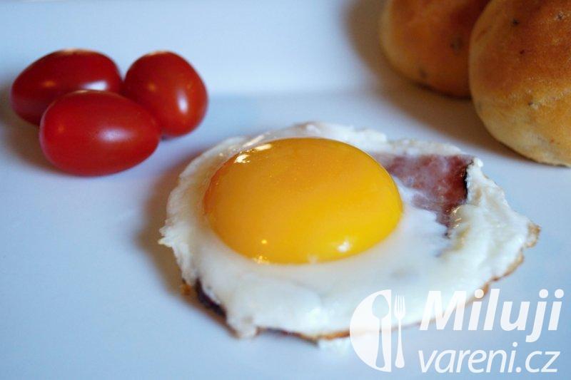 Vejce sázené (volské oko) na slanině