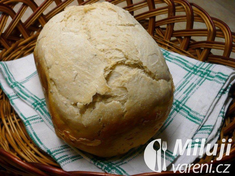 Malý bílý chléb z domácí pekárny
