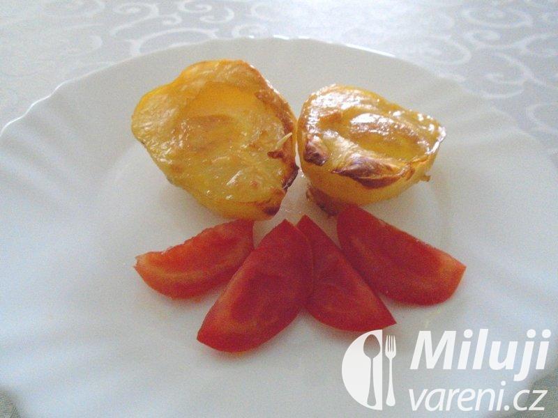 Zapečené brambory plněné vejci