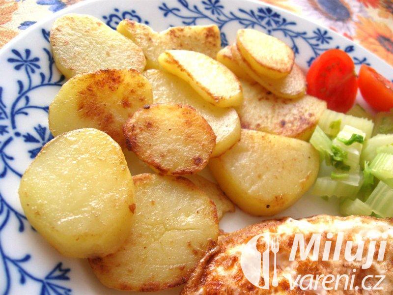 Vařené brambory restované na másle