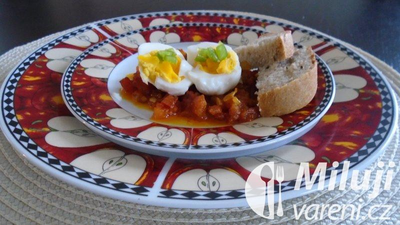 Vejce s rajčaty na kari