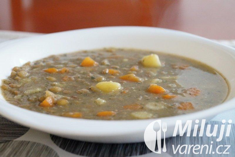 Čočková polévka se zeleninou a bylinkami