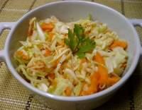 Zelný salát s mrkví a křenem