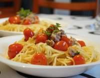 Spaghetti s tuňákem a rajčatovou omáčkou