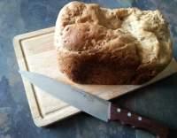 Chléb ze dvou druhů mouky z domácí pekárny