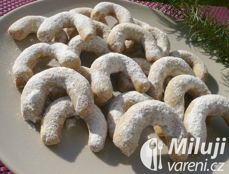 Vanilkové vánoční rohlíčky s oříšky
