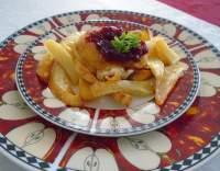 Smažený hermelín s brusinkovou omáčkou