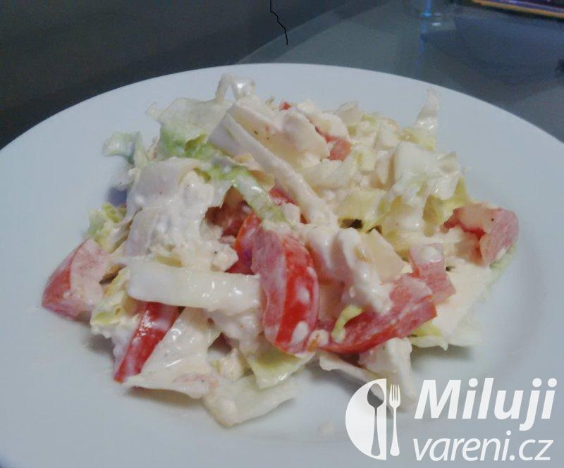 Lehký salát s mozzarellou.
