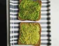 Toast s avokádem