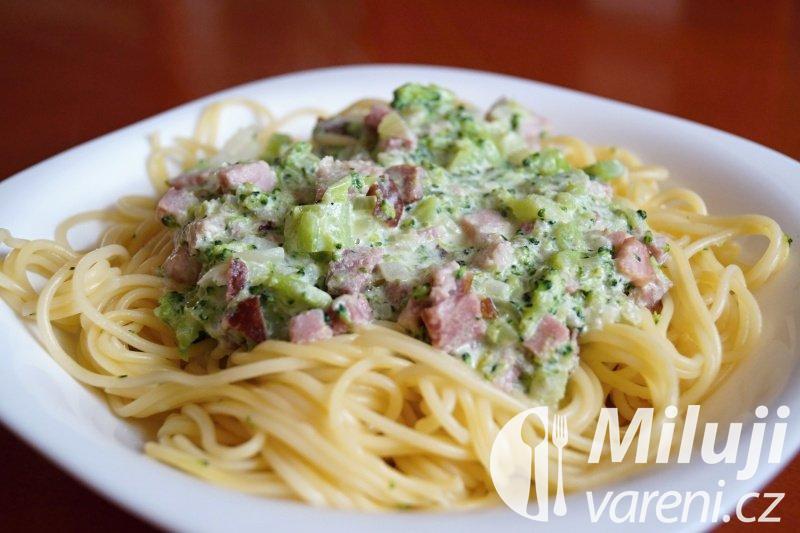 Špagety ve smetanovo-brokolicové omáčce