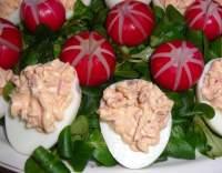 Velikonoční barevná vejce s pomazánkou