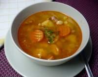 Polévka fazolová s uzeným masem