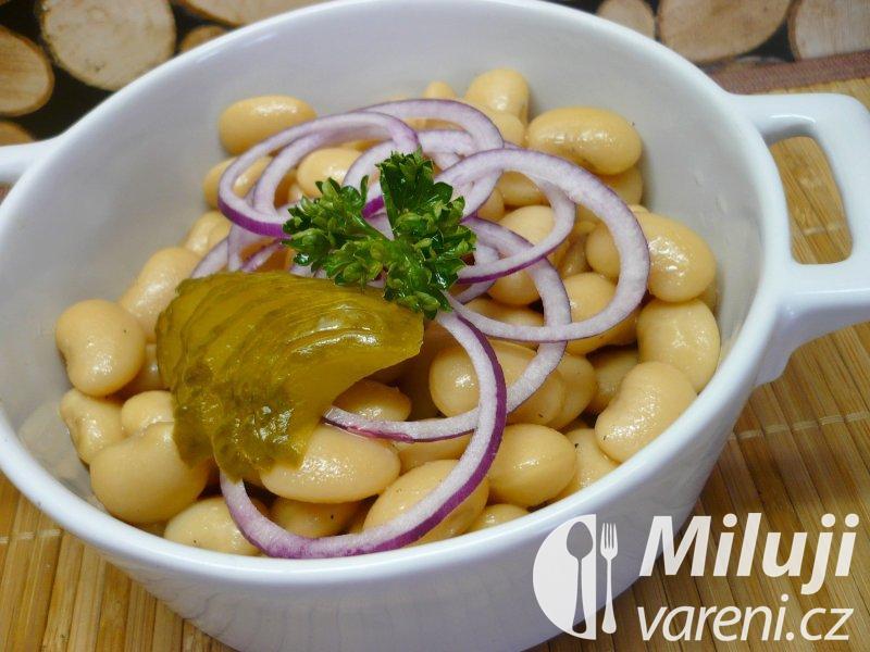 Salát z bílých fazolí