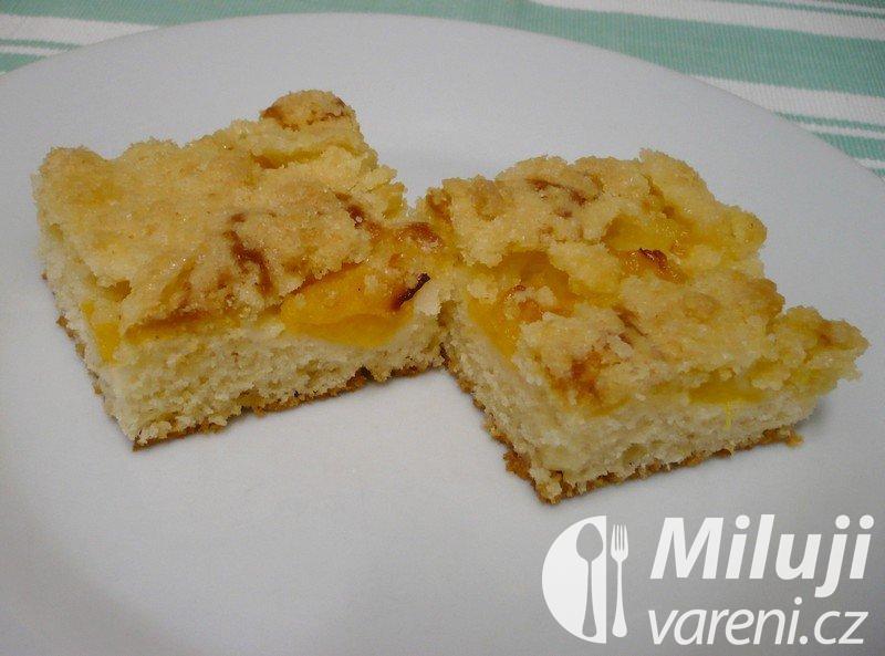 Ovocný koláč broskvový