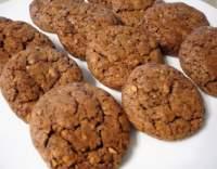 Čokoládové cookies s lískovými oříšky