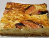 Cibulový koláč s hermelínem