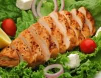 Kuřecí maso na zelených listech