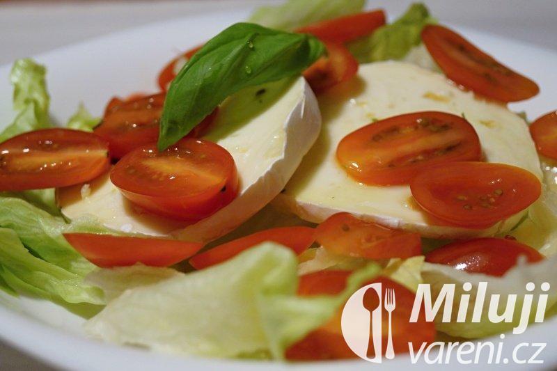 Hermelínový salát s rajčaty