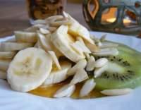 Kiwi s banánem, mandlemi a medem