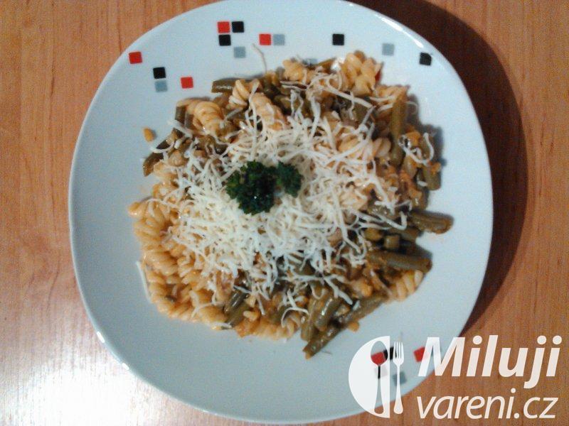 Těstoviny s fazolkami a paprikami