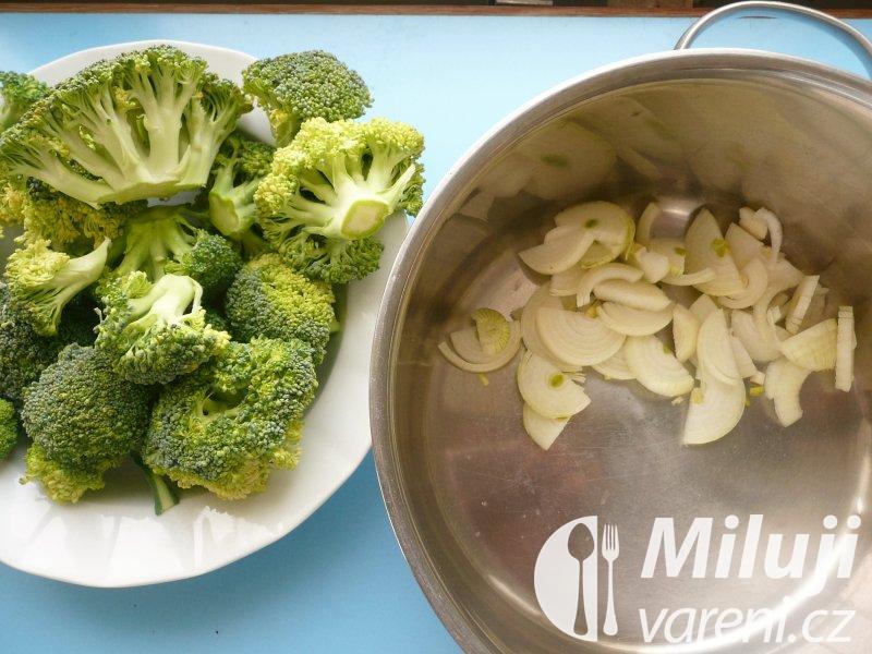 Brokolicový krém s pečenými krutonky