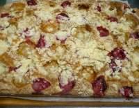 Jahodovo-meruňkový koláč s drobenkou
