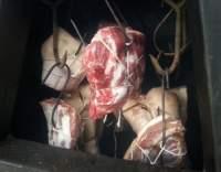 Krátce solené, vyuděné maso.