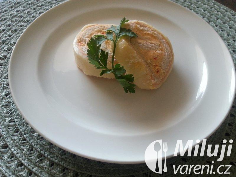 Sýrová roláda s pikantní náplní