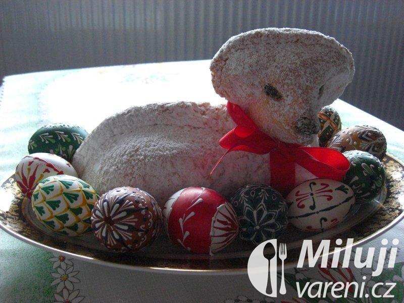 Beránek velikonoční z piškotového těsta