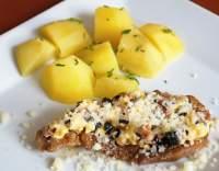 Vepřové maso s vejcem a sýrem