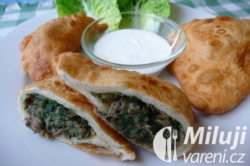 Samsa, uzbecké pirožky s náplní ze skopového masa a zeleniny