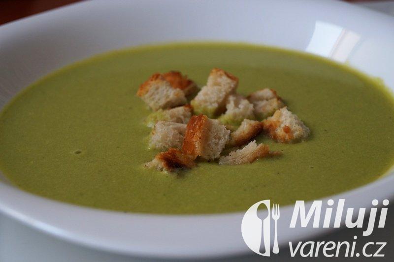 Hrášková polévka s bylinkami