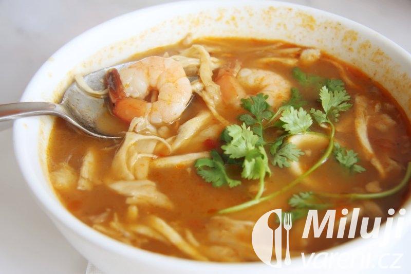 Nudlová polévka z mořských ryb